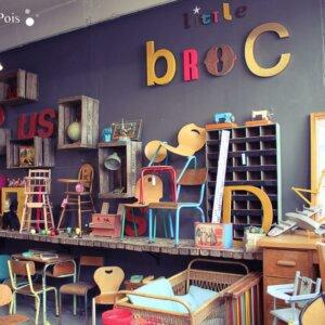 Little-broc-stand-puces-canal-visite vintage van combi